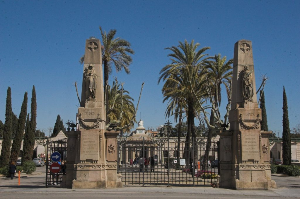 Entrada al Cementerio del Poblenou de Barcelona