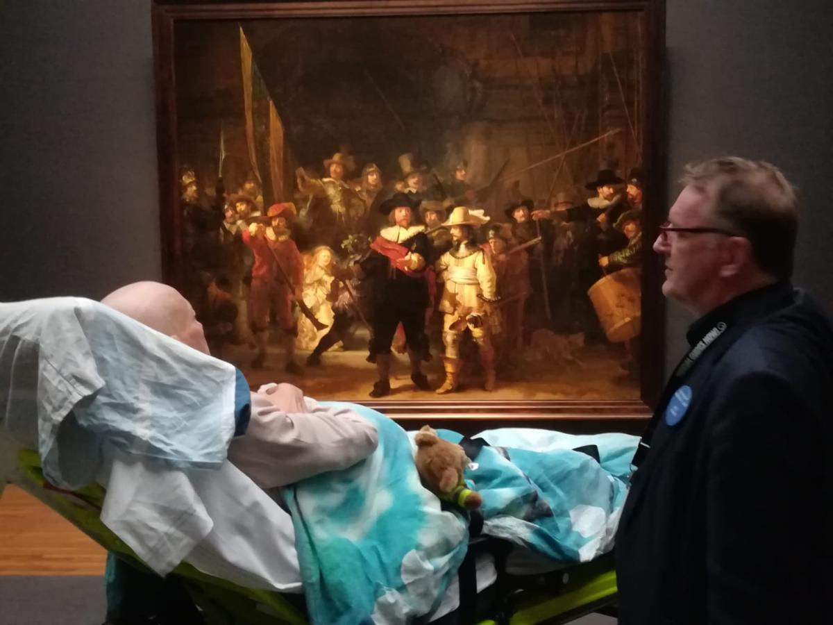 Ambulance Wens y la visita de una enferma terminal en el Rijksmuseum