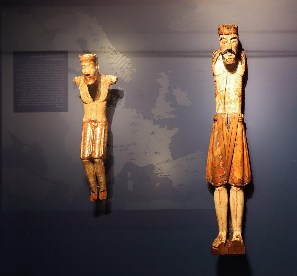 Crucificados de la Edad Media de Noruega y Catalunya