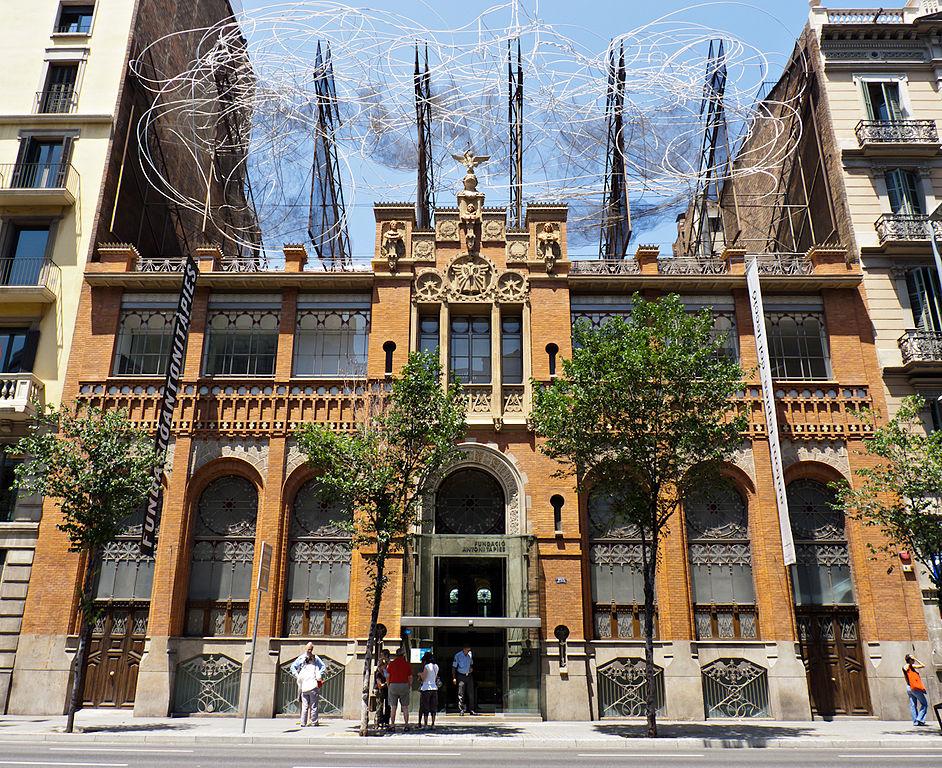 Fundació Tàpies Barcelona Fachada Modernismo Domenech i Montaner