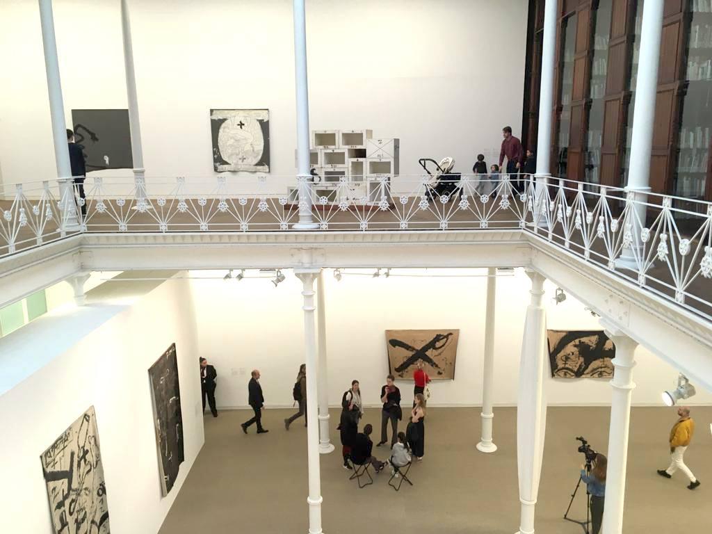 Interior Exposición Arte Fundació Tapies Barcelona